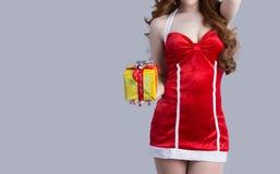 Азиатская модель женщины в одеждах Санта Клауса Стоковые Фотографии RF