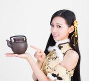 Азиатская модель женщины девушки держа чашку чаю Стоковые Изображения