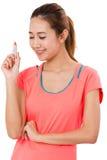 Азиатская молодая женщина держа губную помаду стоковое изображение