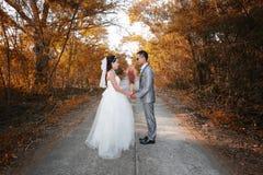 Азиатская пара сфотографированная перед замужеством Пре-свадьба на Koh Стоковая Фотография RF