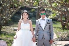Азиатская пара сфотографированная перед замужеством Пре-свадьба на Koh Стоковые Фото