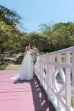 Азиатская пара сфотографированная перед замужеством Пре-свадьба на Koh Стоковое Изображение