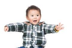 Азиатская рука ребёнка вверх стоковые изображения