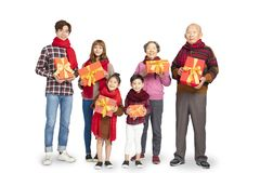 Азиатская семья празднуя китайский Новый Год стоковое изображение