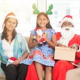 Азиатская семья празднуя рождество Стоковые Фотографии RF