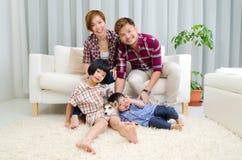 азиатская семья симпатичная Стоковое Изображение