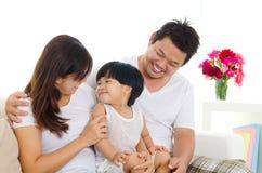 азиатская семья симпатичная Стоковое Изображение RF