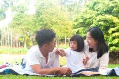 азиатская семья симпатичная Стоковая Фотография
