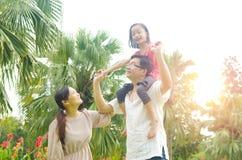 азиатская семья счастливая Стоковая Фотография