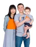 Азиатская семья с сыном младенца стоковые фото