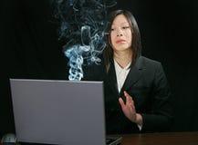 азиатская тревога девушки компьютера Стоковые Изображения