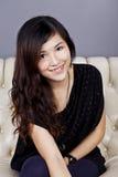 Азиатская усмешка женщины с красивейшей стороной Стоковая Фотография RF