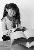 азиатская черная белизна девушки Стоковое фото RF