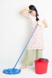 Азиатская чистка женщины с mop и ведром Стоковые Фотографии RF