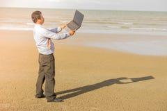 Азиатские бизнесмены стремятся при будучи деланными работа Стоковая Фотография