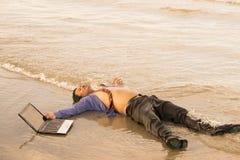 Азиатские бизнесмены стремятся при будучи деланными работа Стоковые Фото