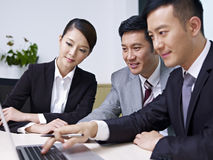 Азиатские бизнесмены Стоковое фото RF