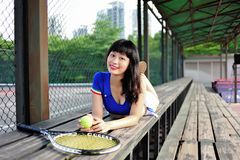 Азиатские девушки играя теннис Стоковое фото RF