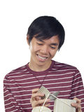 азиатские детеныши человека удерживания подарка коробки Стоковые Изображения