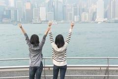 Азиатские девушки чувствуют свободно стоковое изображение