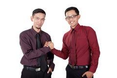 Азиатские деловые партнеры держа руки Стоковое Изображение RF