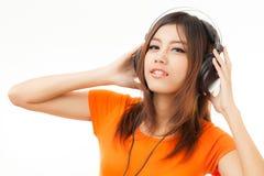 Азиатские женщина и наушники Стоковые Изображения RF