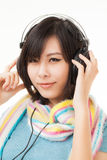 Азиатские женщина и наушники Стоковая Фотография RF