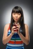 Азиатские женщина и сок Стоковая Фотография