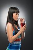 Азиатские женщина и сок Стоковое Изображение RF
