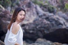 Азиатские женщины на пляже Стоковое фото RF