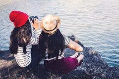 Азиатские женщины снимая изображение в природе Стоковые Изображения