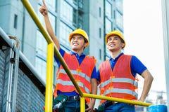 Азиатские индонезийские рабочий-строители Стоковое фото RF
