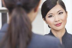 Азиатские китайские женщина или коммерсантка в встрече Стоковое Фото