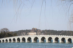 Азиатские китайцы, Пекин, летний дворец, 17 продырявливают мост Стоковые Фотографии RF