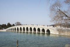 Азиатские китайцы, Пекин, летний дворец, 17 продырявливают мост Стоковое Изображение RF