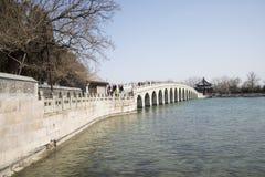 Азиатские китайцы, Пекин, летний дворец, 17 продырявливают мост Стоковые Изображения
