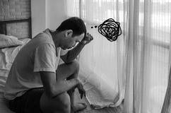 Азиатские люди не удобны с болью стоковые фотографии rf