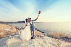 Азиатские пары влюбленности в pre wedding фотографии стоковое изображение