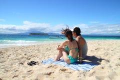 азиатские пары наслаждаясь заходом солнца Стоковое Изображение