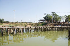 Азиатские тайские работники и мост здания построителя команды работая новый Стоковые Фотографии RF