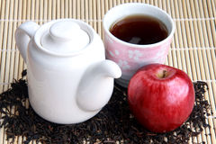Азиатские чай и яблоко стоковые фотографии rf