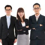 Азиатские Multi этнические жизнерадостные бизнесмены стоковое изображение