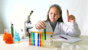 Азиатский американский ученый ребенка сток-видео
