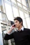 азиатский бизнесмен вскользь Стоковые Изображения