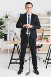 Азиатский бизнесмен на офисе стоковая фотография
