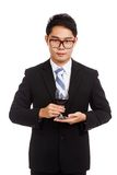 Азиатский бизнесмен с стеклом красного вина Стоковые Фото