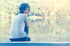 Азиатский велосипед езды женщины Стоковые Фотографии RF