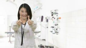 Азиатский женский доктор в больнице сток-видео