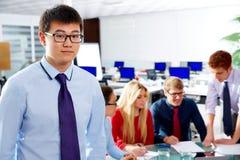 Азиатский исполнительный молодой портрет бизнесмена Стоковые Изображения