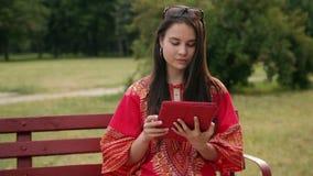 азиатский красивейший красный цвет девушки платья акции видеоматериалы